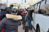 Активисты пытаются ограничить конфликт и пропустить автобус с милицией