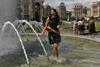 Последний звонок в Киеве: выпускники бесились в фонтане. Фоторепортаж