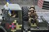 Как военная техника уезжает с парада