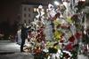 цветы у посольства россии в киеве