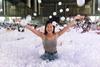 В Сиднее установили концептуальный пляж с пластиковыми шариками вместо воды