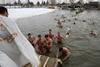 крещенские купания в разных странах мира
