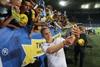 Как сборная Украины автографы в Днепре раздавала