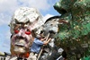 скульптура из мусора