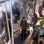 Обитатели городка под Радой нарушают Конституцию, препятствуя свободному перемещению граждан, – блогер