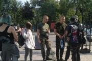 Ты что, против Украины?  - в центре Киева девушку избили за зеленый цвет волос и кулон анархиста
