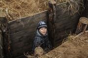 Подростки под Мариуполем копают окопы – нужно ли втягивать детей в войну