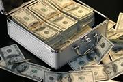500 килограммов долларов: зачем украинские чиновники хранят дома чемоданы денег