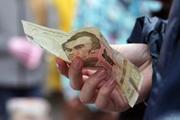 Эпоха  зубожіння : бедных в Украине почти половина