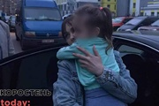 Мама похищенной девочки: 20 раз полиция приходила к дому, где отец и бабушка держали ребенка
