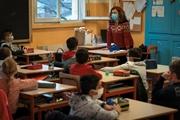 Откровения учительницы: Педагогов пугают оглаской в соцсетях, а с родителей дерут взносы на класс