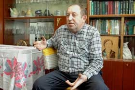 Пенсионер «выбивал» c оружием горячую воду