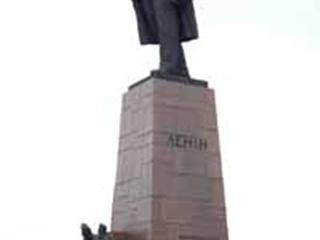 Ко Дню рождения Ленина вымыли керосином