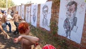 В Гуляйполе политиков расстреляли помидорами
