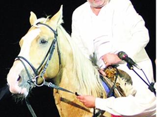 Богдану Ступке запорожцы подарили коня