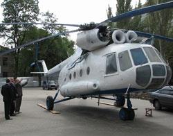 В парке поставили вертолет