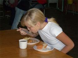 Львовских школьников кормят на 2 гривны в день
