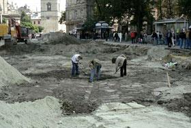 На площади Галицкой раскопали дорогу ХVIII века
