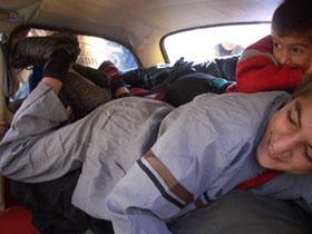 В «горбатом» «Запорожце» поместилось 26 детей