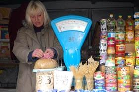 В супермаркетах  покупать продукты выгоднее