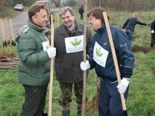 На Хортице высадили две сотни деревьев
