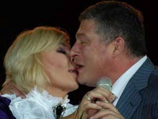 При встрече мэр любит обниматься, а губернатор целоваться