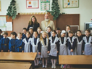 В Севастополе школьников пытаются одеть в форму гимназистов царской России