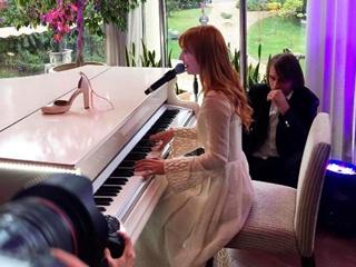 Свадебный подарок: Тарабарова посвятила мужу трогательную песню