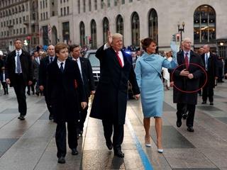 Блоггеры опровергли, что телохранитель Трампа на инаугурации был с ненастоящей рукой