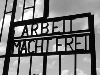 В концлагерь Дахау вернули похищенные ворота