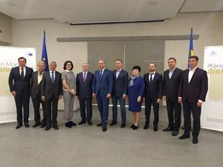Депутаты месяц без заседаний: кто во Францию, а кто – в политтур по Украине