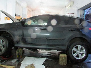 Неизвестные прикрепили бомбу  к днищу машины мэра Измаила