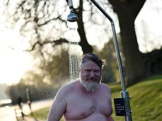 Ежедневный душ оказался вредным для здоровья