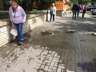 Центр Киева залило нечистотами из канализации