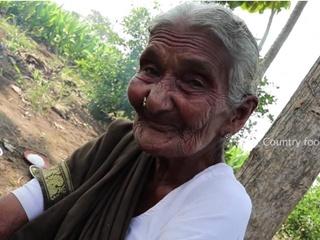 Столетняя жительница Индии стала звездой сети благодаря кулинарным урокам