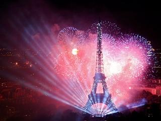Во Франции отпраздновали День взятия Бастилии: сожжено 897 автомобилей