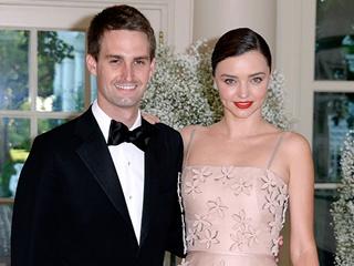 Супермодель Миранда Керр показала фото со свадьбы в платье мечты