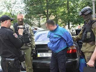 В Виннице охранник ювелирки стулом отбивался от грабителей с пистолетами