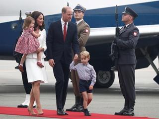 Принц Уильям и Кейт Миддлтон прилетели в Польшу с повзрослевшими детьми