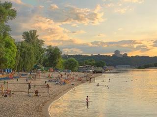 В Киеве разрешили купаться на двух пляжах