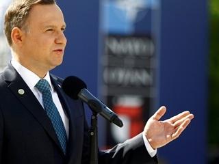 Президент Польши одобрил снос около 250 советских памятников