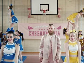 Дорн представил самый смелый и самый розовый клип в своей карьере