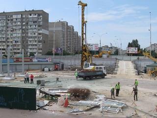 В Киеве на скандальной стройке на  Героев Днепра  погиб рабочий