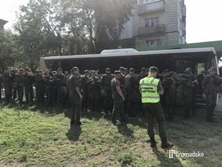 Видео: в Киеве отправили нацгвардейцев к митингующим, которые перекрыли шоссе
