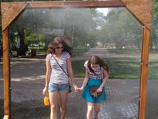 Где в Киеве установили  водяные ворота  от жары