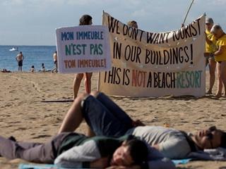Жители Барселоны митинговали против туристов