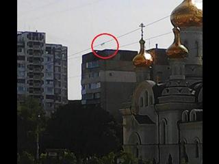 В Донецке на крыше многоэтажке неизвестные вывесили флаг Украины