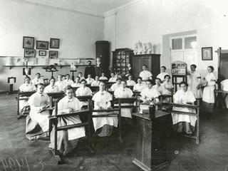 Школы 100 лет назад: 1 сентября не праздновали, а имена отличников печатали в газетах