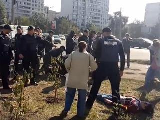 Протесты против строительства АЗС в Киеве переросли в столкновения с полицией