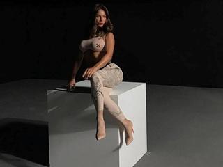 Откуда у Ани Лорак огромная грудь?